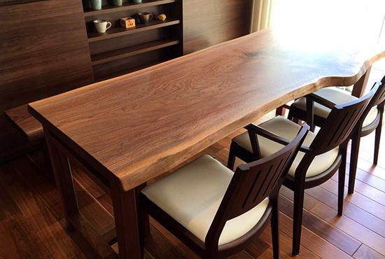 無垢一枚板のテーブル
