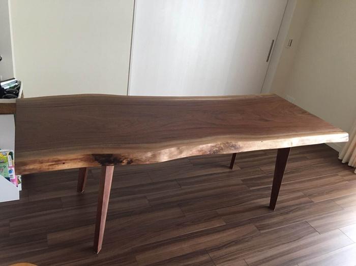 ウォールナットのダイニングテーブル2